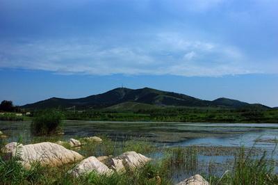 大洞山风景区地处贾汪区贾汪镇境内,紧邻310国道北侧,距贾汪主城区